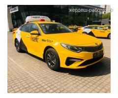 Водитель такси, авто на газу